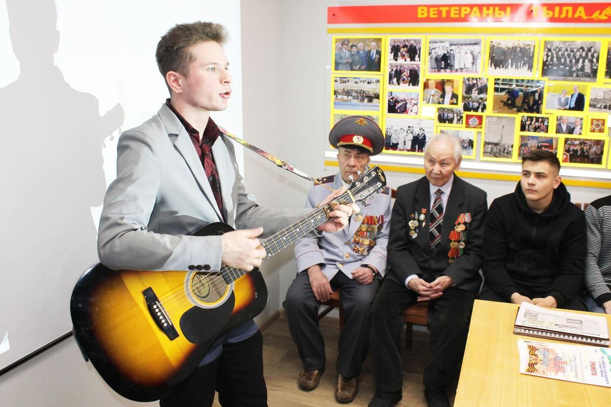 Студенты колледжа  приготовили информацию о Блокаде Ленинграда, рассказали стихи и спели военные песни.